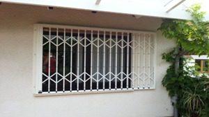 Fenster Gitter geschlossen
