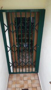 Kellertür Sicherung mit Scherengitter