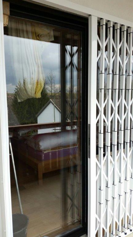 scherengitter jetzt halboffen vor schlafzimmert re werner knoll gmbh l rolladen fenster l st. Black Bedroom Furniture Sets. Home Design Ideas