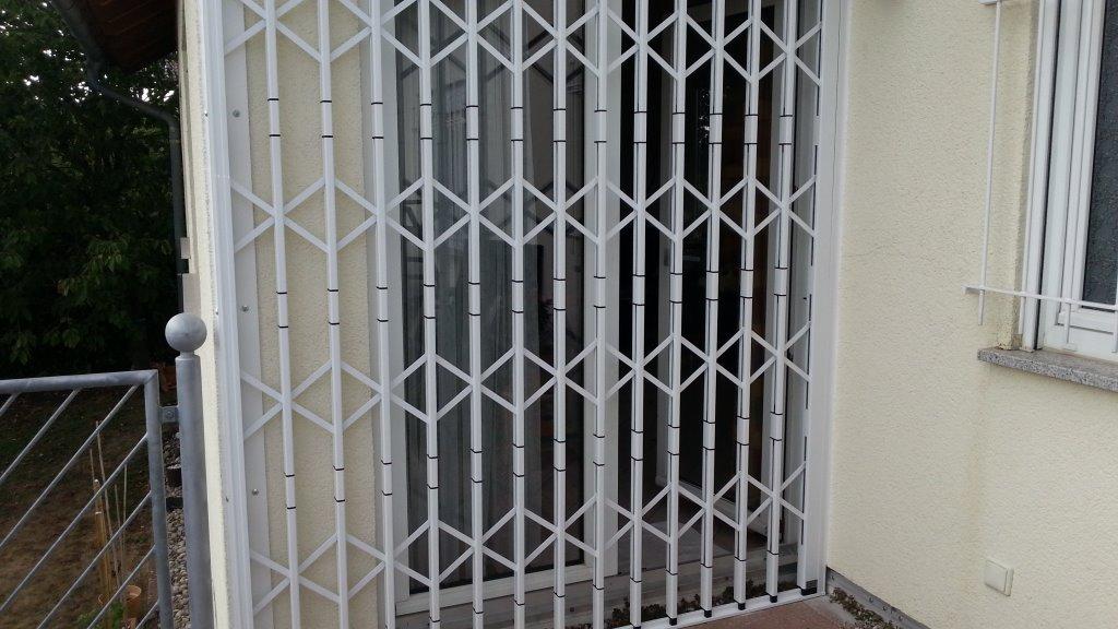 Scherengitter vor Balkontüre