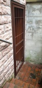 DEA Stahlgittertür mit DIN 1627 - 1629 RC3 gesichert